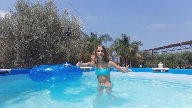 Acrobazie in piscina