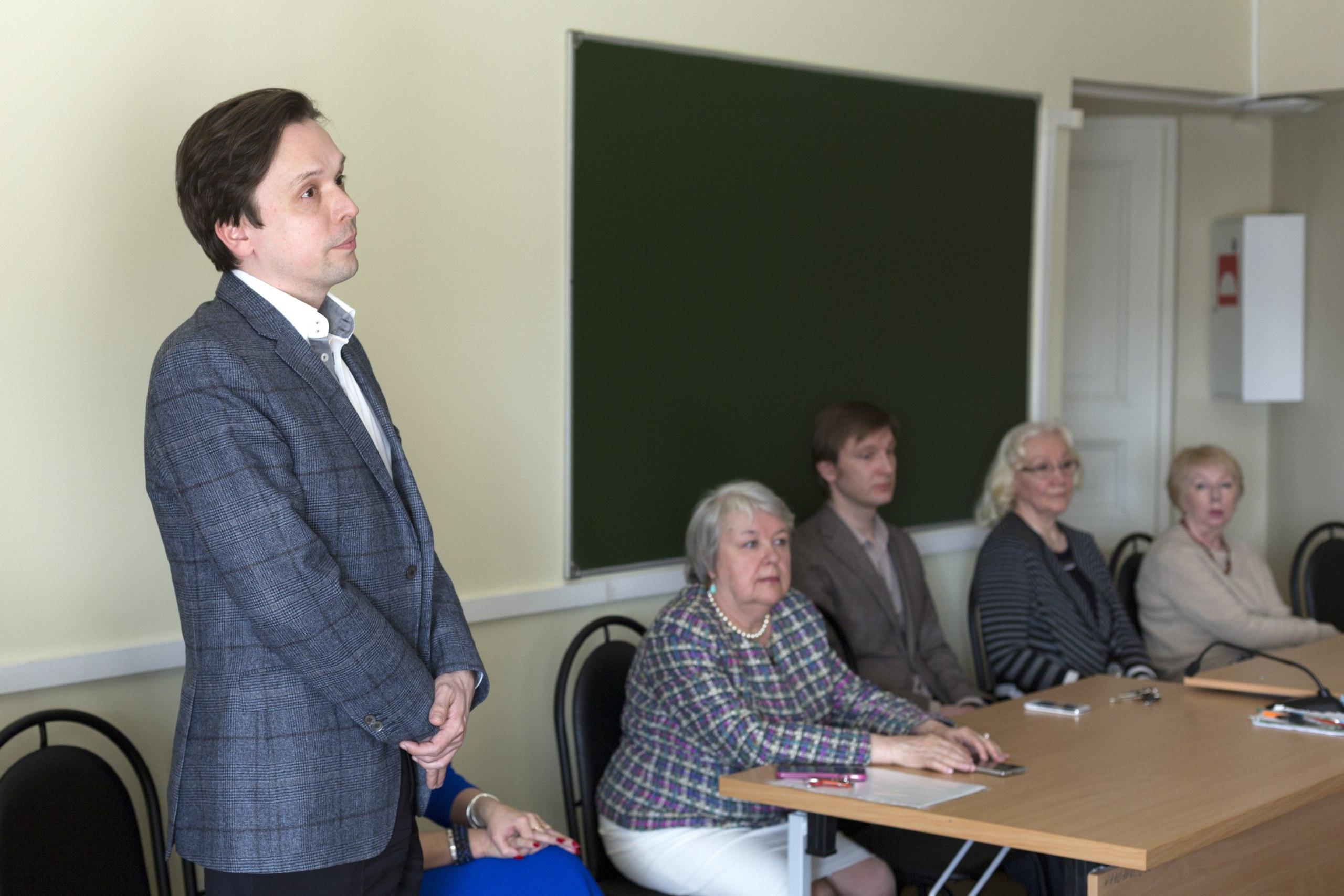 Декан педагогического факультета А. Н. Пухалёв отвечает на вопросы.