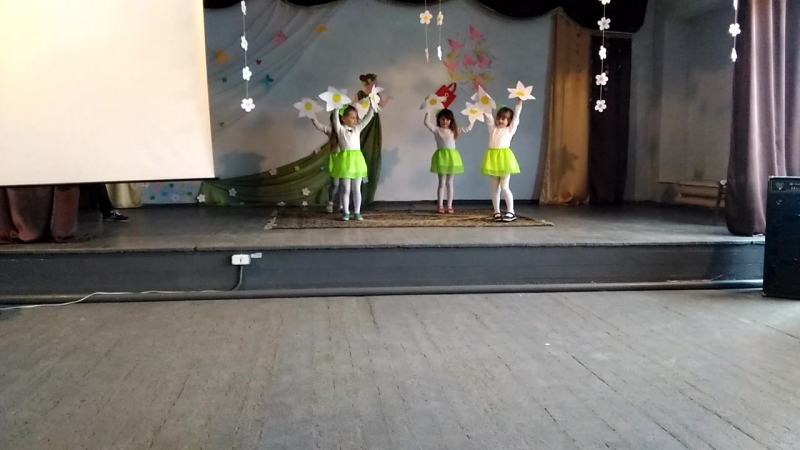 1 клас Танець квіточок!)