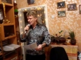 Поет Александр Комаров...