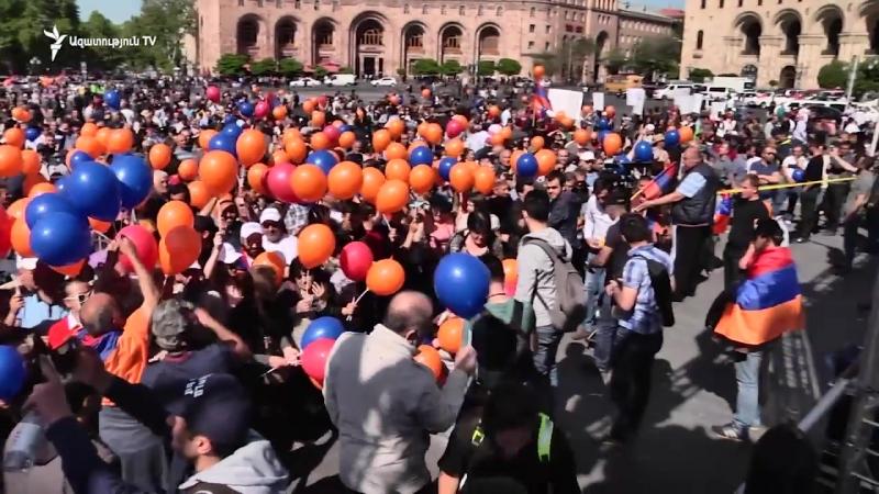 Քաղաքացիները հավաքվում են Հանրապետության հրապարակում՝ լսելու Փաշինյանի ելույթը