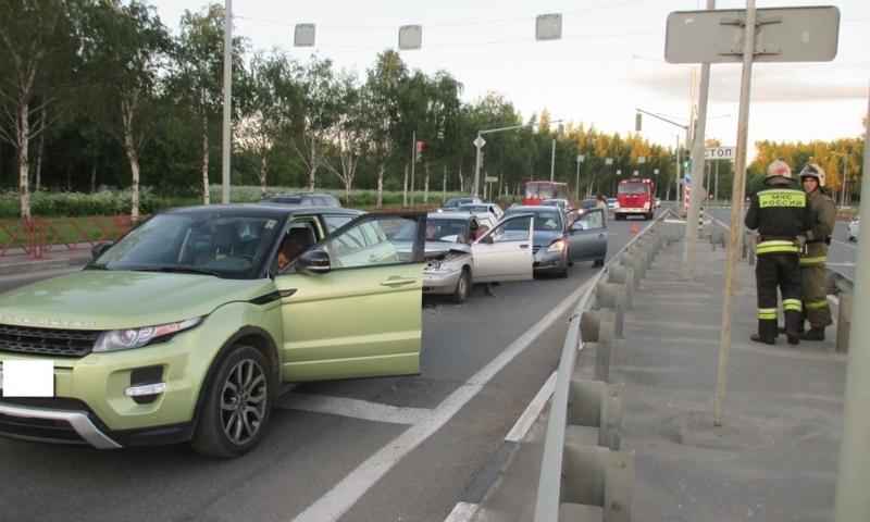 ДТП на проспекте Фрунзе в Ярославле с участием четырёх автомобилей