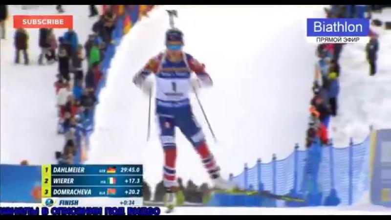 Белорусская биатлонистка Дарья Домрачева случайно наступила на палку итальянки перед финишем и не стала ее обгонять.