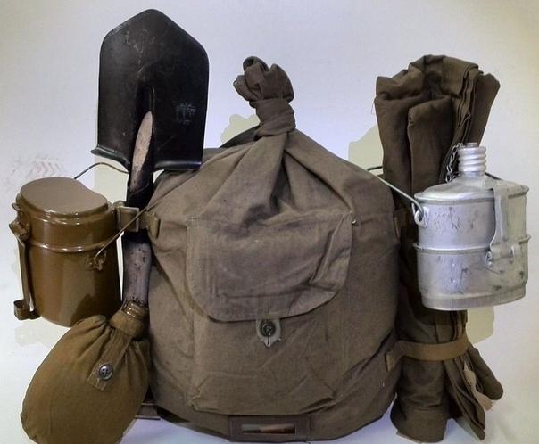 вещмешок (вещак, сидор) это не рюкзак, не ранец, и не сумка, как бы этого ни хотели его «противники». это вещмешок. он так и называется, если кто вдруг не заметил. можно сколько угодно лить
