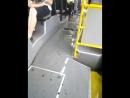 автобус плывет