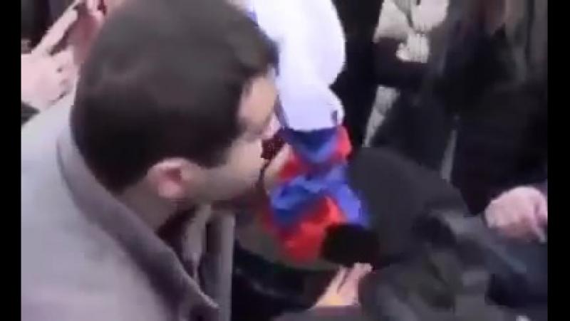 армиянинь россии флаг сожгли » Freewka.com - Смотреть онлайн в хорощем качестве