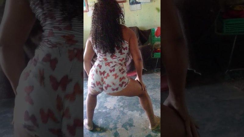 Minha mãe dançando mais meu irmão não deixou kkk espero q vcs me de links pfv