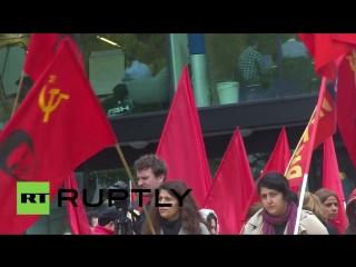 Британцы вышли на первомайский митинг с портретами Сталина и не только...