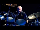 Фил Коллинз британский певец, барабанщик и участник рок-группы Genesis.