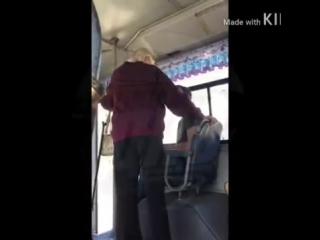 Бабуся выясняет отношения с пацаном, который не уступил ей место