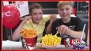 ВЛОГ ОБЖИРАЕМСЯ С БРАТОМ В КФС ! Славный Обзор KFC CHALLENGE VLOG