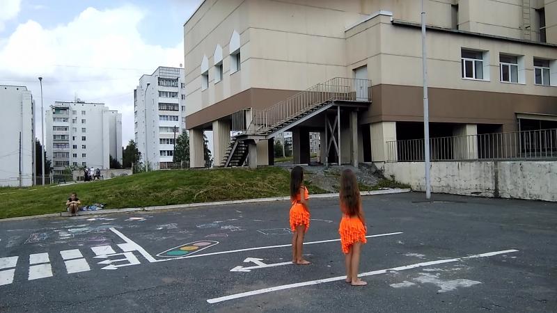 Восточный танец в исполнении Полин! Праздник двора на детской площадке 10 микрорайона