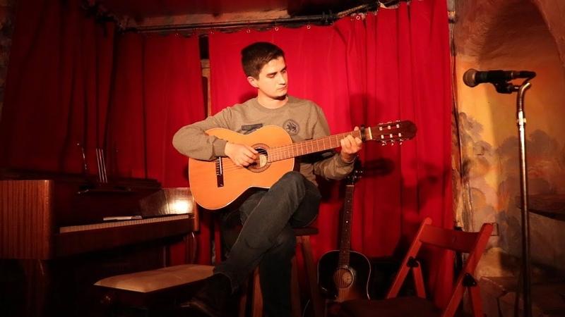 Әлдермеш Катюша, Montmartre (Paris), выступление под гитару в театре, Монмартр, Париж, Франция