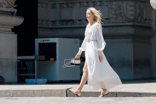Тенденции-2018: струящиеся платья свободного кроя.