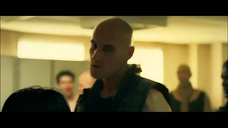 Banlieue 13 ( 2004 ) vs. Brick Mansions ( 2014 ) - Lola Scene