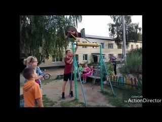 Patsan_sdelal_100_krugov_solnyshkom_na_kacheli_(MosCatalogue.net).mp4