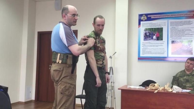 Интенсив Тактическая медицина Юрия Евича. Наложение жгута на руку пострадавшему