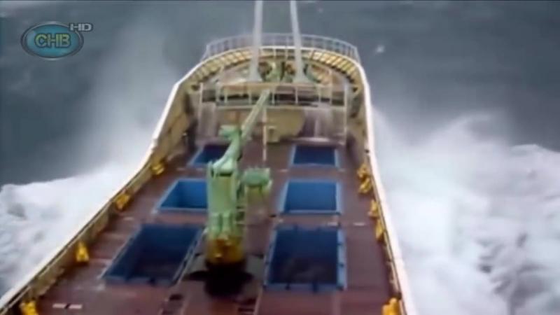 ►Большие Корабли в ШТОРМ в Океане видео _ Гигантские ВОЛНЫ МОНСТРЫ _ Сильный ШТО.mp4