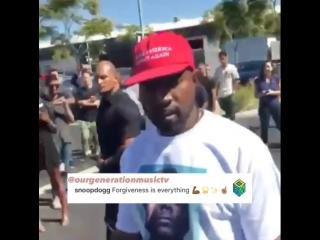 Kanye West появился в футболке с изображением Snoop Dogg после конфликта с ним