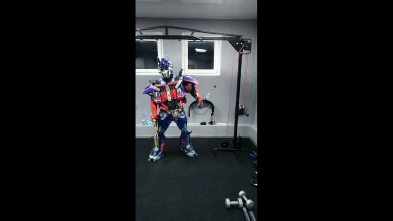 Оптимус прайм на тренировке