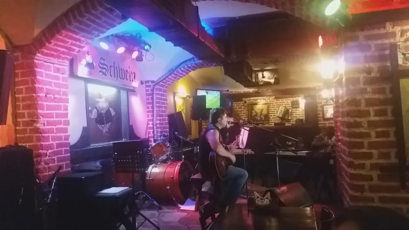 М. Цебусов в клубе Швайн