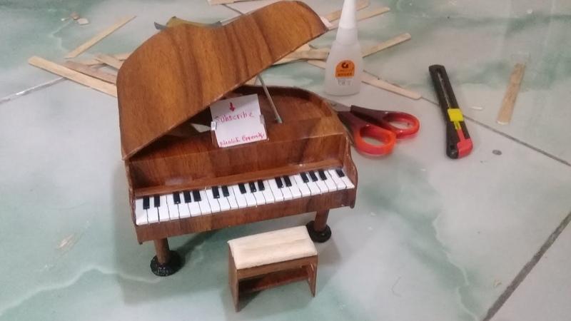Membuat miniatur piano dari stik es krim