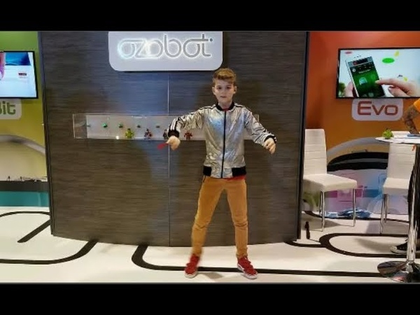 Freestyle at Vidcon! Visiting the Ozobot Booth and dancing toFlume Depth Charg