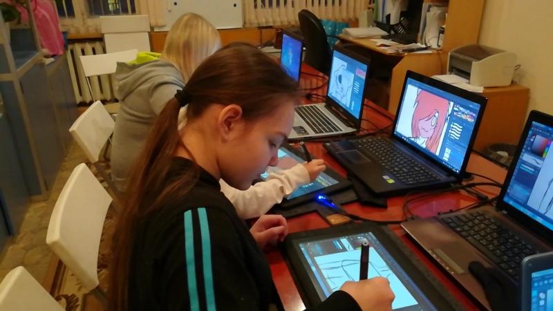 Рабочий процесс. Участники рисуют своих персонажей. smartline_uhta