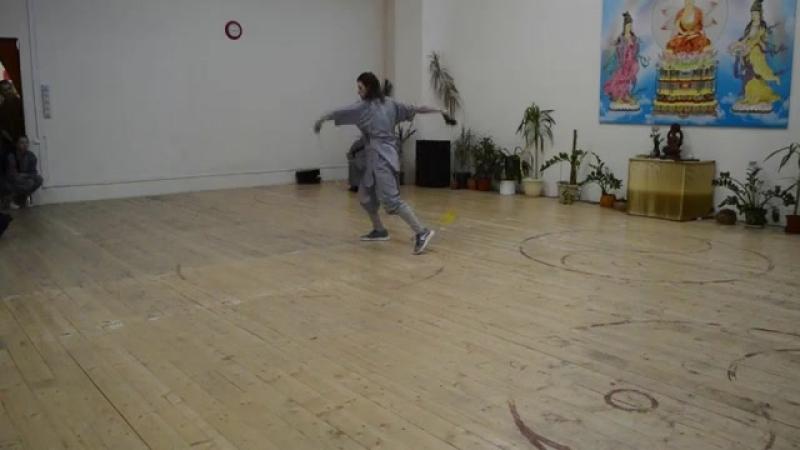 Инструктор Евгений Ветчинин выступает с цепью Jiu_Jie_Bian