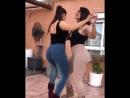 Две жопастые девочки дурачатся, засвечивают попки_ эротичекие танцы, лесби, не порно, эротика, красивые девочки, женская любовь.