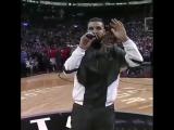 Дрейк на игре Toronto Raptors vs Houston Rockets в Торонто (ежегодный вечер Drake Night)