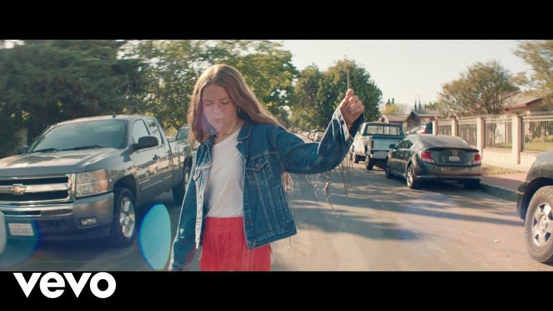 Музыкальное видео на песню Мэгги Роджерс Give A Little