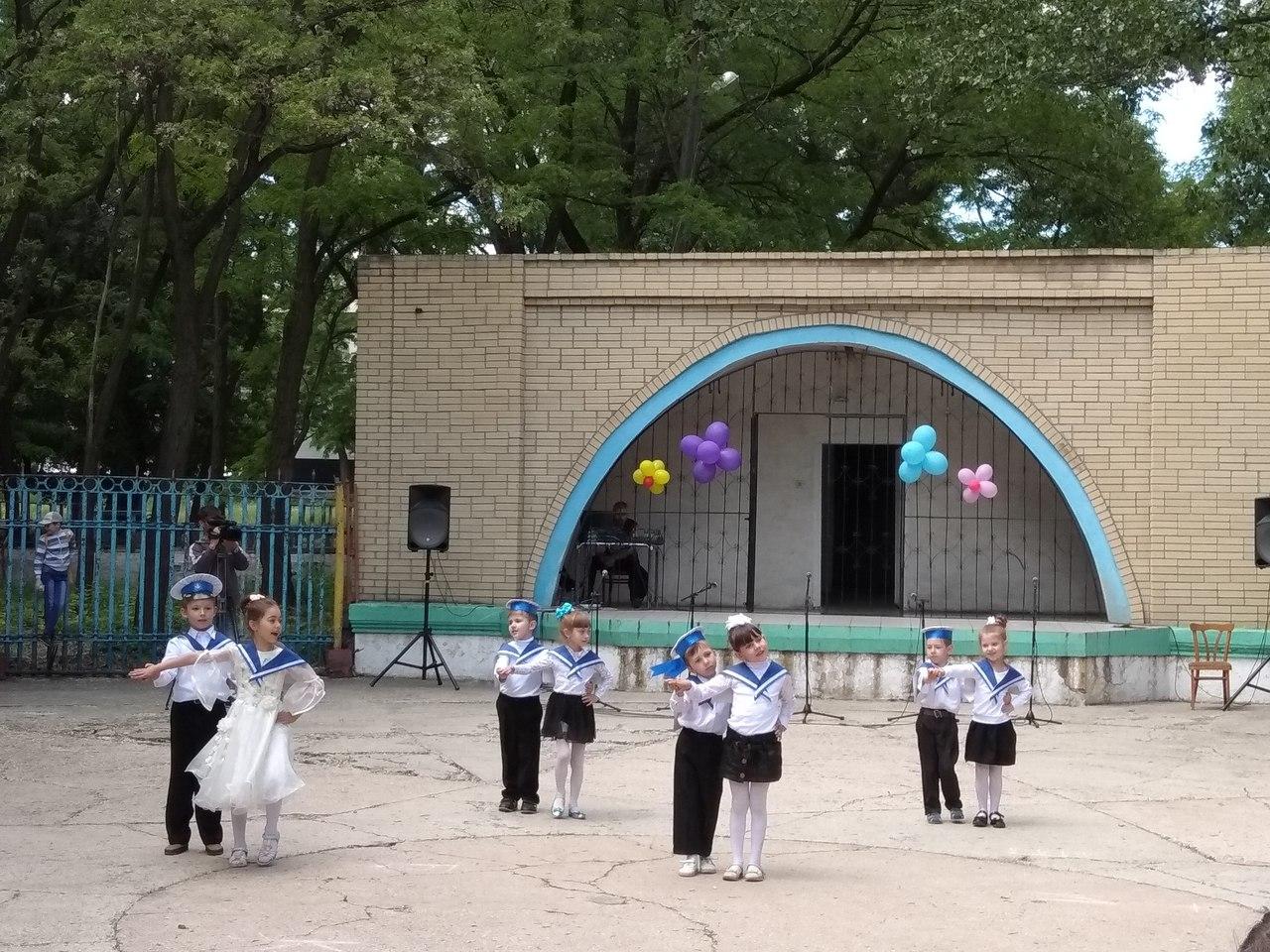 1 июня 2018 года в городском парке имени Ленина состоялась игровая программа, которую подготовил ГБОУ «Антрацитовский внешкольный центр детского творчества» ЛНР.