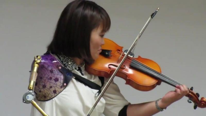 Однорукая японка поражает игрой на скрипке