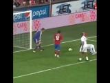 Самый милый гол в истории: Томаш Росицки и его сын в прощальном матче 😊