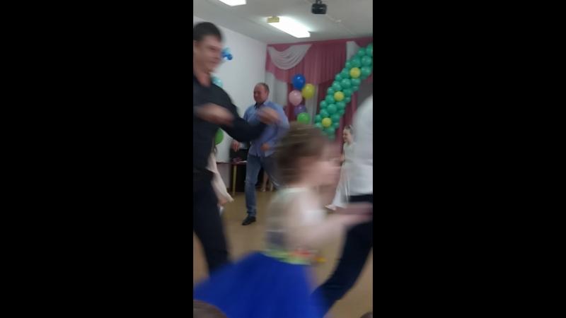 Танец на выпускном папа с дочкой