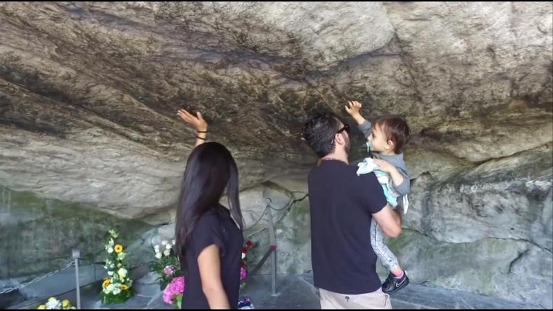 Passage à la Grotte de Lourdes