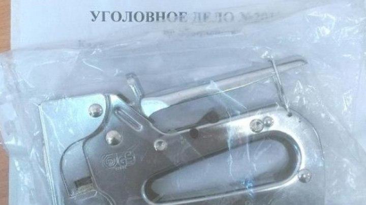 Житель томского села вымогал у знакомого деньги, угрожая степлером