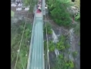 В Китае открыли самый длинный и самый высокий стеклянный мост с эффектом трескающегося стекла