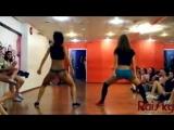 v-s.mobiМК+Шошина+и+Леся+-+Booty+dance+-+Школа+танцев+RaiSky.mp4