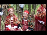 Поет народный фольклорный коллектив