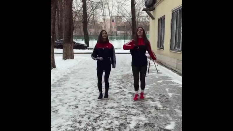 Русские девушки танцуют лезгинку 💫