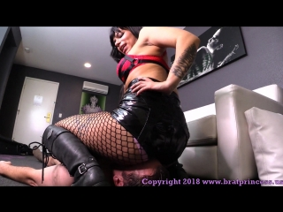 Lady toro - trains newly locked slave to become a human toilet with face sitting