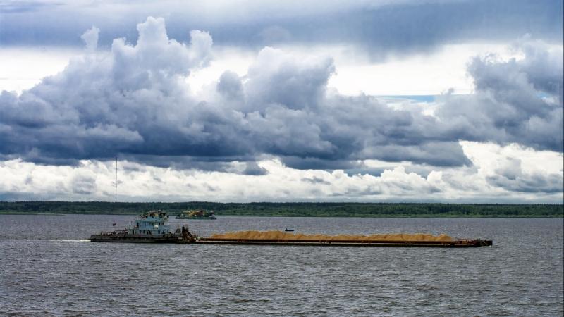 Река Волга! Белый теплоход...