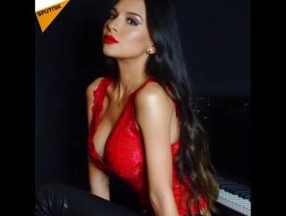 Güzellik ve müziği aynı anda sahneye taşıyan piyanist: Lola Astanova