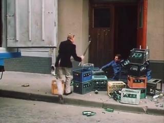 Клирики Георгиевского храма ВП и ВШ обходящие после литургии магазины(в представлении местного