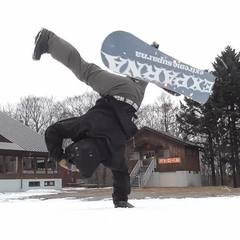 """FYVE Camps / Snowboard Media on Instagram: """"Omg ? haha , some serious breakdancing ?? x #Snowboarding ?@lateproject_snow ・・・ 洋平君から届いたス&#125"""