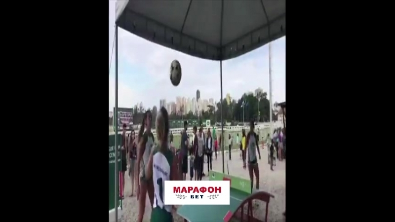Бразильянка по фамилии Гитлер творит с мячом невероятное