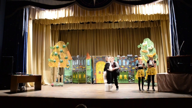 Спектакль В стране невыученных уроков в исполнении лауреата областных фестивалей детского театра Несерьезный возраст
