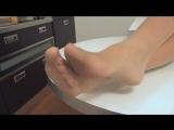 Фотоног - Прекрассная Рита показала свои ножки в необычных телесных колготках